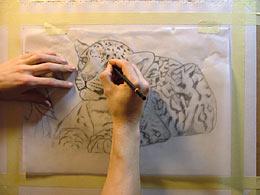 Eine Zeichnung auf Leinwand übertragen